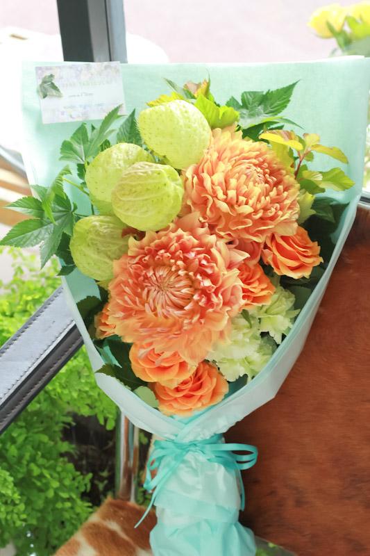 画像2: 88歳 米寿お祝いのブーケ(オレンジ色ベース)